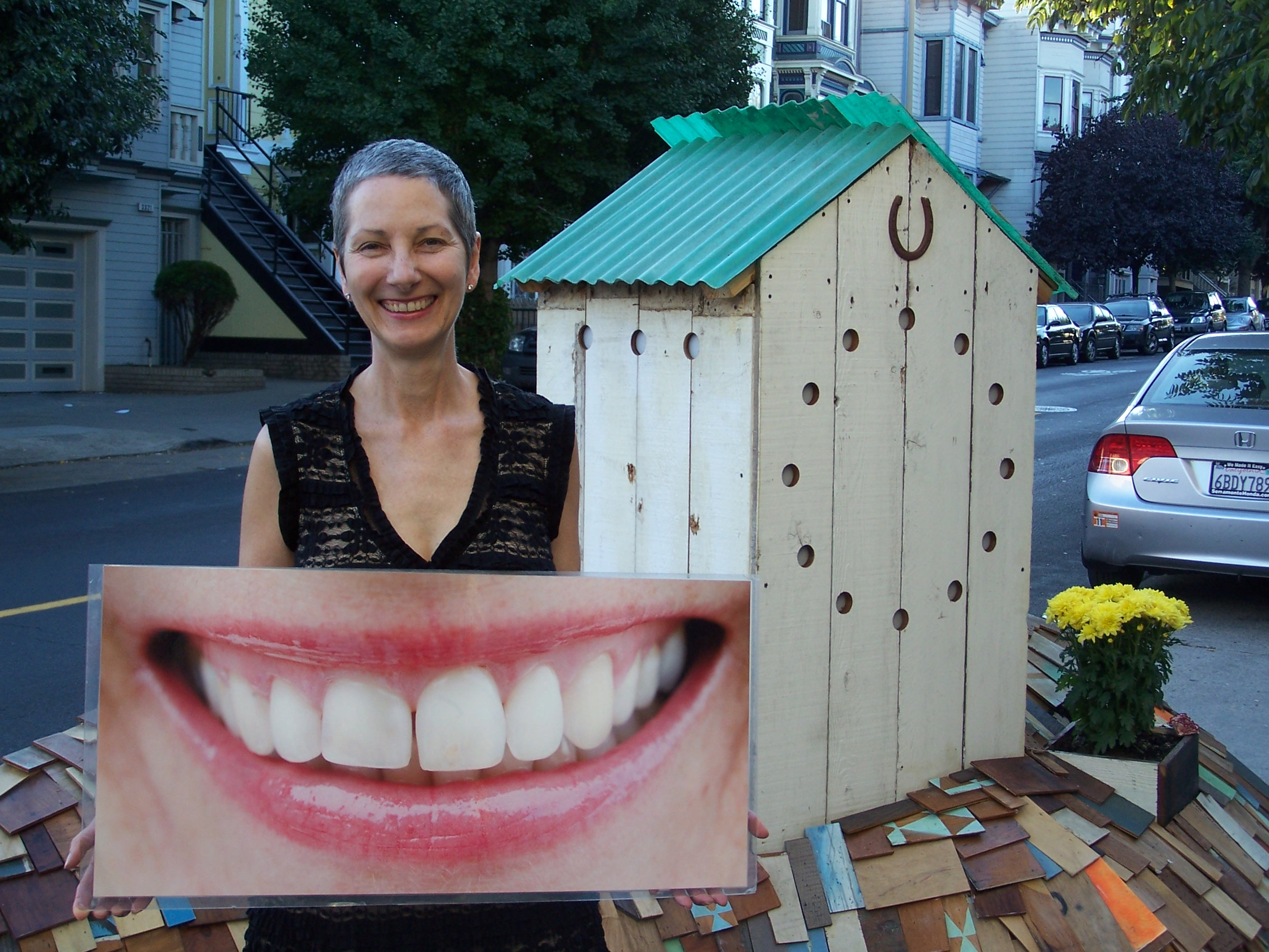 A walk with the Valencia Street smile lady