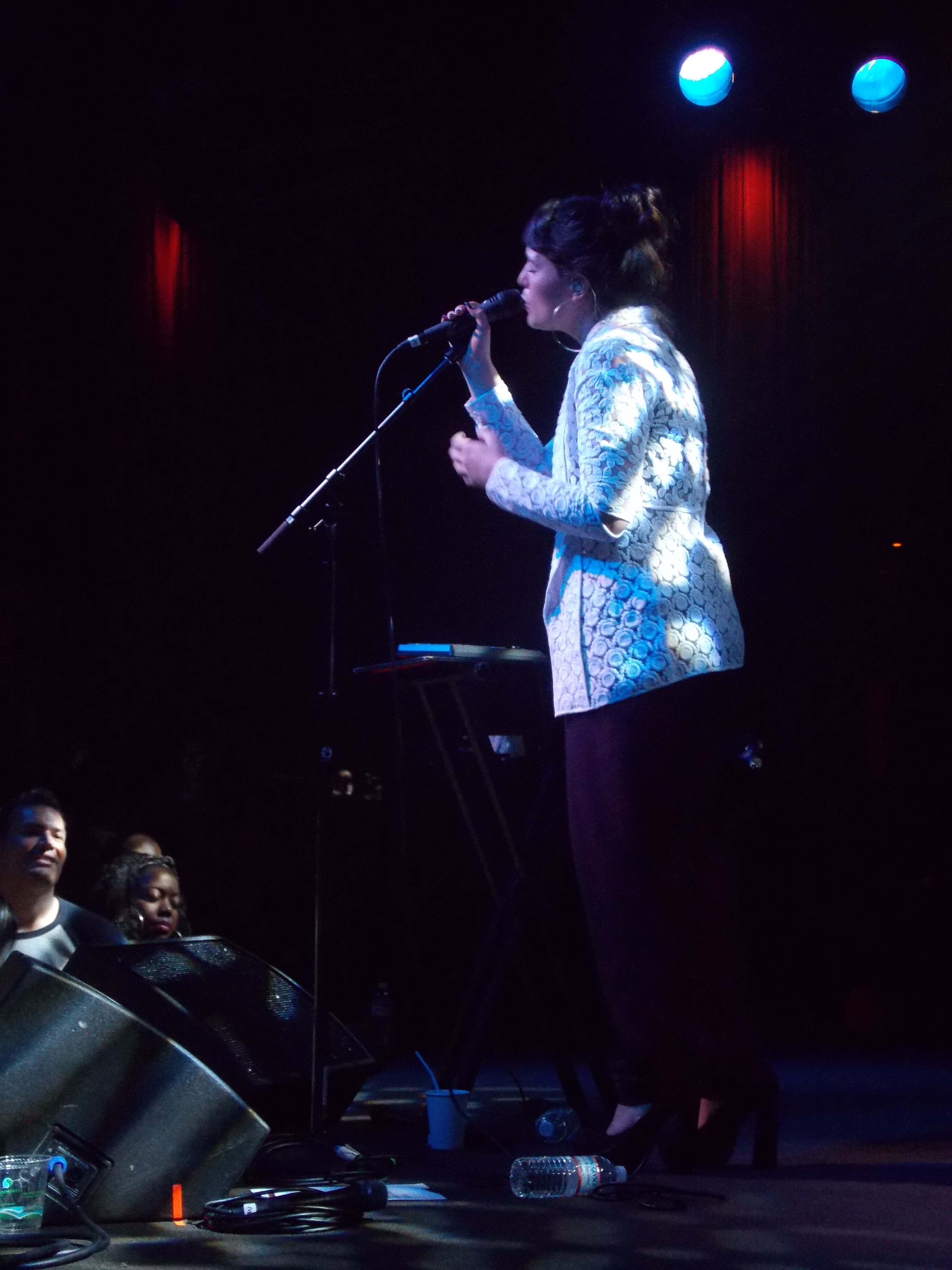 Jessie Ware eats pizza at Little Star, connects with her fans at the Independent