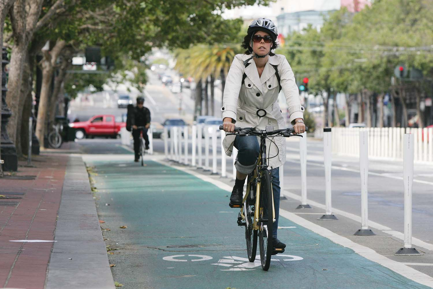 San Francisco and its cycletracks lead the way toward safer biking statewide